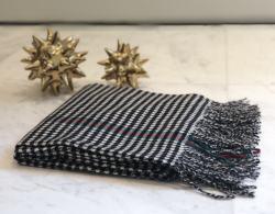 2018新款澳大利亚 IZR UGG 11号黑白千鸟格加厚款围巾 尺寸200*70cm(香港直邮)